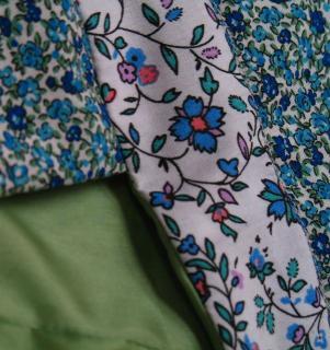 Tissu Robe à fleurs bleues